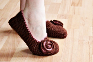 brown-crochet-slippers